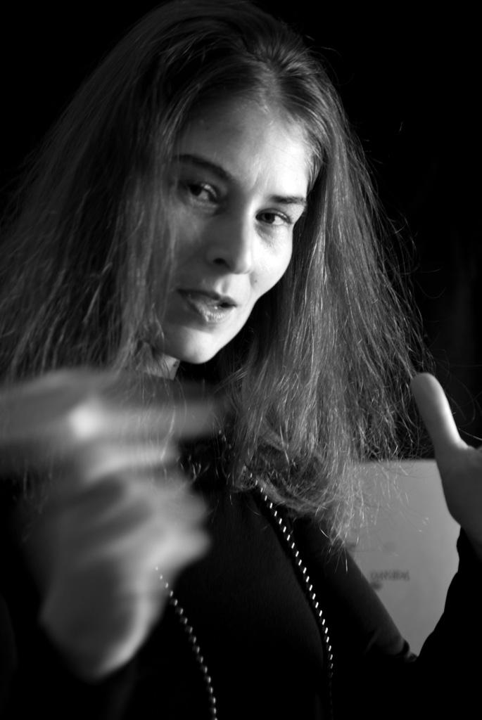 altrospazio fotografia, Sabina Meyer durante una performance di musica improvvisata