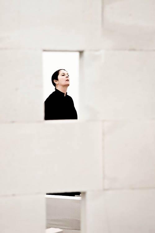 altrospazio fotografia, Gilberto Zorio installa la sua opera