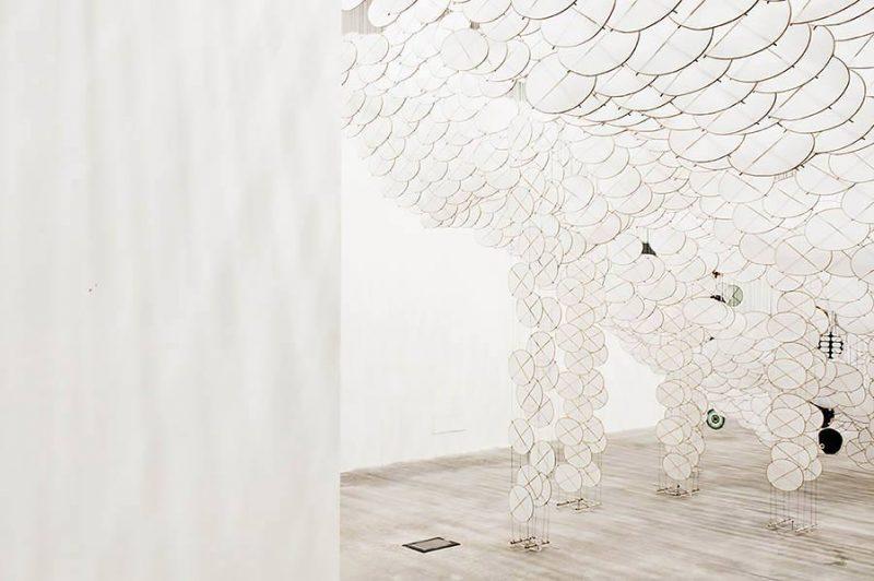 altrospazio fotografia, Jacob Hashimoto installa la sua opera al MACRO di Roma