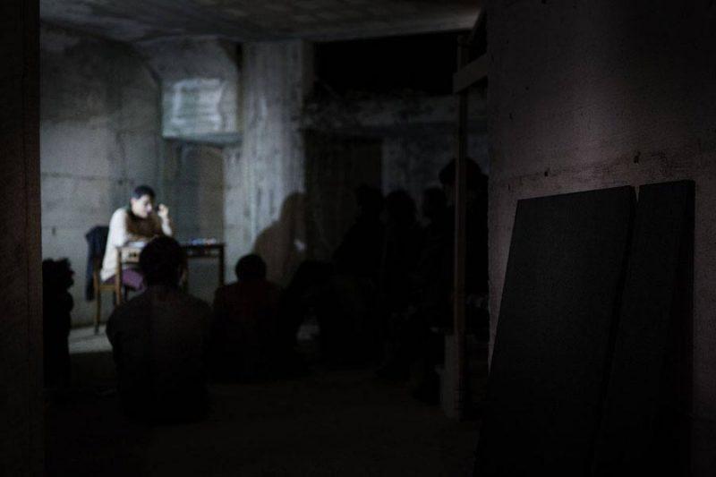 altrospazio fotografia, Performance di Cesare Pietroiusti a There Is No Place Like Home