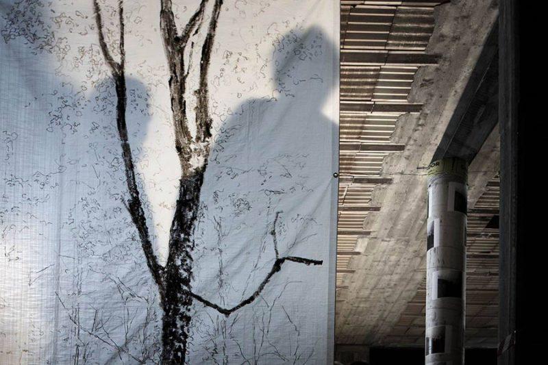 altrospazio fotografia, la performance di Eleonora Chiari a There Is No Place Like home